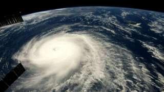 """Снимок мощного урагана """"Гектор"""" из космоса впечатлил Сеть"""