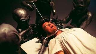 Инопланетяне контролируют людей, вживляя в их тела имплантанты