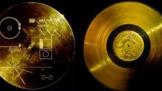 """В NASA рассказали о посланиях инопланетянам на пластинках """"Вояджеров"""""""
