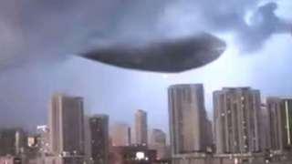 Поразительное видео с гигантским НЛО, ставшее самым веским доказательством существования пришельцев, появилось в интернете