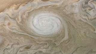NASA показало впечатляющее фото Большого белого пятна на Юпитере