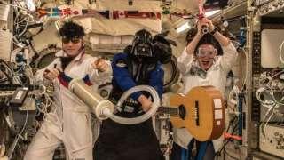 Экипаж МКС немного похулиганил в Хеллоуин