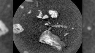 Найденный Curiosity на поверхности Марса блестящий предмет озадачил ученых