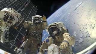 В NASA рассказали, опасен ли попавший в открытый космос инструмент для МКС