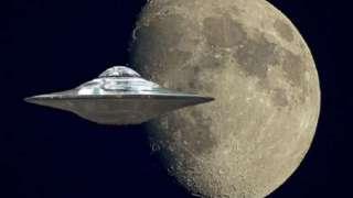 Астроном запечатлел, как НЛО вылетел из лунного кратера и умчался на огромной скорости