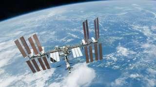 Странный случай у МКС: Два ярких НЛО перемигивались друг с другом
