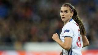 НЛО появился во время женского футбольного матча в Лондоне, попал на видео и поразил интернет