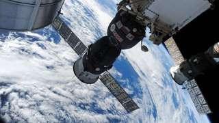 «Роскосмос» всё ещё расследует инцидент с отверстием в «Союзе»