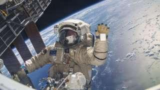 Сеть в шоке: Видео НЛО возле МКС появилось в СМИ и поразило общественность