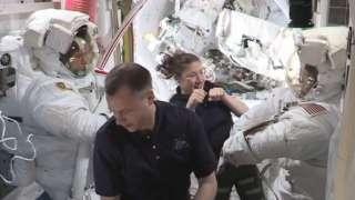 Астронавты Макклейн и Сен-Жак завершили работы в открытом космосе и вернулись на борт МКС