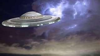 С очень близкого расстояния: Американец запечатлел невероятный НЛО на мобильник, и до сих пор не может отойти от шока