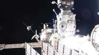 Грузовой корабль «Прогресс МС-10» отстыкуется от МКС в начале июня