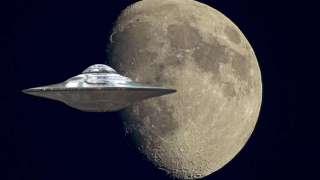 Гигантский НЛО, сфотографированный возле Луны, ошеломил учёных