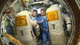Российские космонавты выполнят выход в открытый космос в честь 85-летия Алексея Леонова