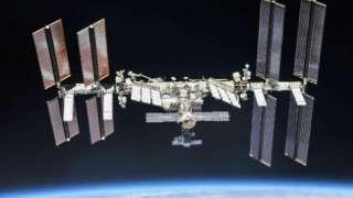 Астронавты установили внутри МКС светящиеся знаки для эвакуации в случае аварии