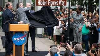 NASA «переименовало» улицу Вашингтона в честь темнокожих женщин-математиков