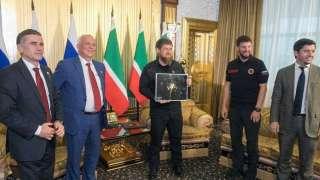 Космонавт Кононенко вручил Рамзану Кадырову фотоснимок Грозного, сделанный из космоса