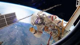 Российские космонавты совершат второй в этом году выход в открытый космос