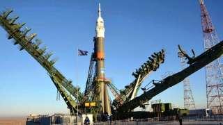 Ракету-носитель «Союз-ФГ» установили на стартовый стол Байконура