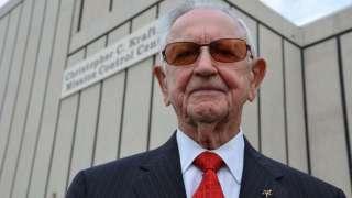 Умер первый руководитель космических полетов NASA