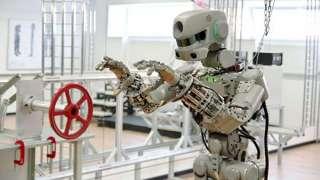 Рогозин рассказал Путину о предстоящем полете робота FEDOR в космос
