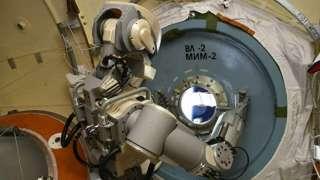 Российский робот FEDOR вернулся с МКС на Землю