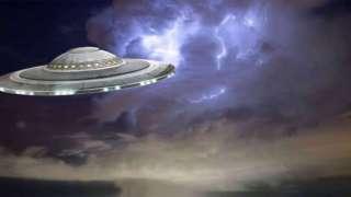 В сети набирает популярность видео, в котором НЛО подставляется под удар молнии