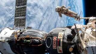 Роскосмос пообещал поделиться с NASA результатами расследования появления отверстия в «Союзе»