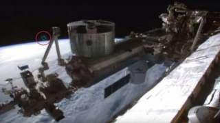 Огромный НЛО завис над МКС, фото