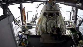 Crew Dragon успешно завершил испытательный полет на Землю