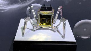 Робот паук отправится на поиски укрытий для лунных колонистов