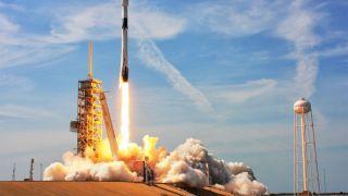 SpaceX осуществила запуск с рекордным количеством спутников