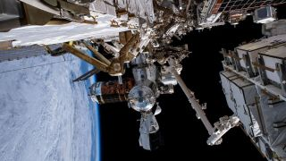 Утечка воздуха на МКС уменьшилась в три раза