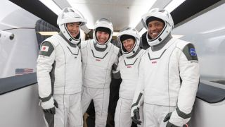 Crew Dragon с экипажем миссии Crew-1 вернулся на Землю