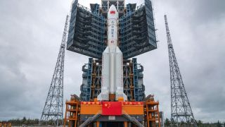 Обломок китайской ракеты может упасть в густонаселенные районы планеты
