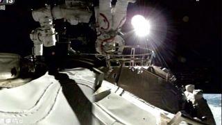 Китайские астронавты совершили первый выход в открытый космос с борта Китайской космической станции