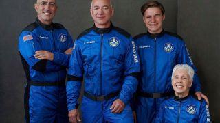 Джеффа Безос успешно запустил New Shepard в свой первый суборбитальный полет с пассажирами на борту