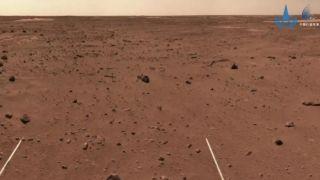Китайский ровер исследует дюны на Марсе и продолжает движение на юг